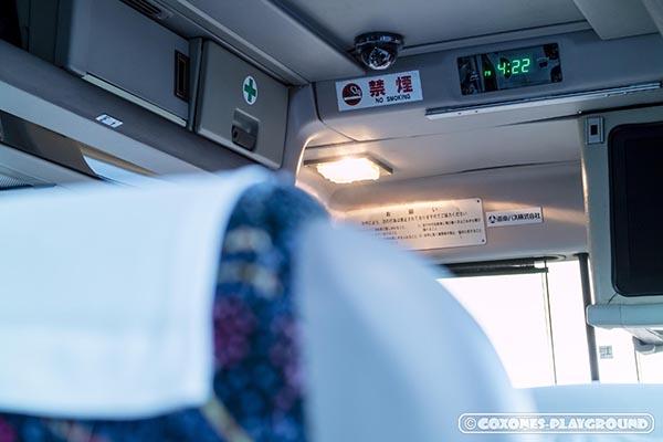 室蘭夜景見学バスの車内