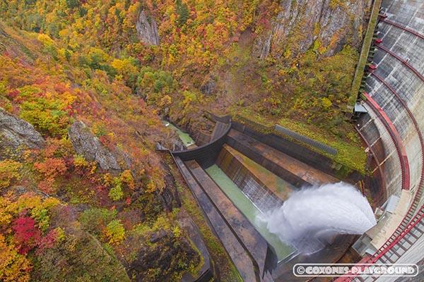 豊平峡ダムの放流