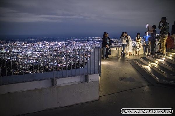 夜の藻岩山山頂展望台の様子