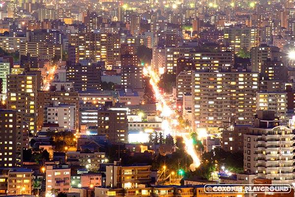 札幌市内のマンション群の夜景