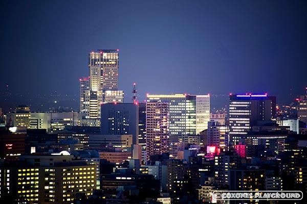 旭山記念公園からズームしたJRタワー(札幌駅)付近の夜景