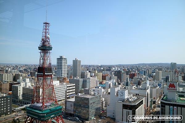 展望回廊から望むさっぽろテレビ塔と街並み