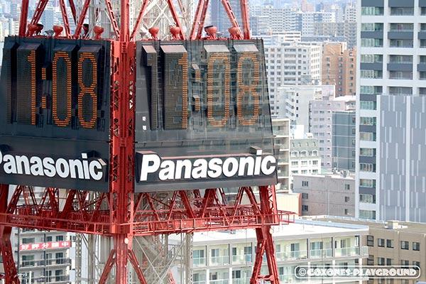 1:08を知らせる札幌テレビ塔の大型電光時計