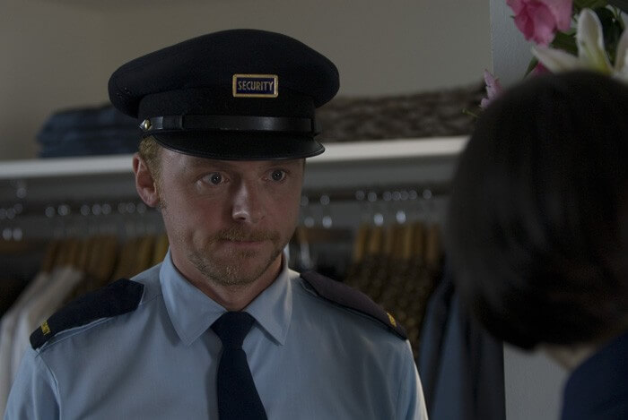 警備員として働くデニス