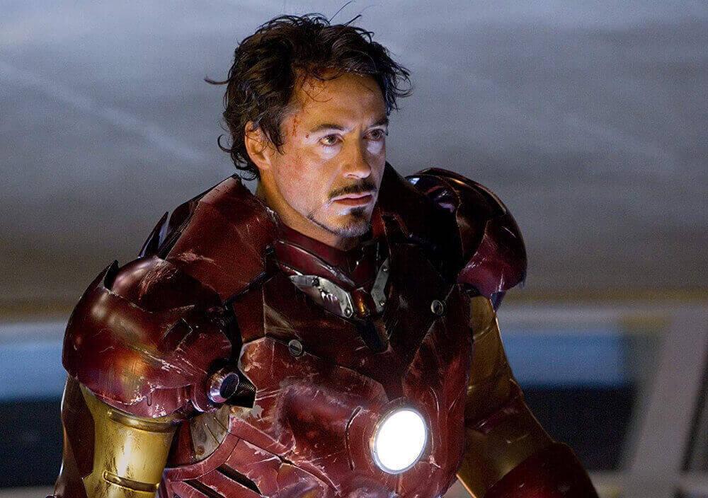アイアンマンとして戦うトニー