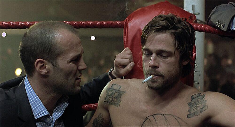 試合前にタバコを吸うミッキー