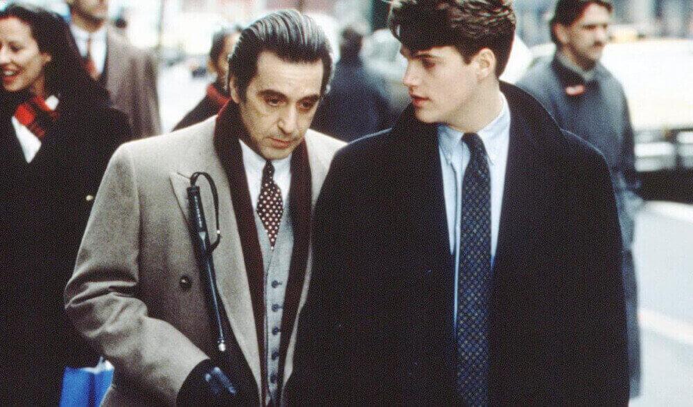 ニューヨークを歩くチャーリーとフランク