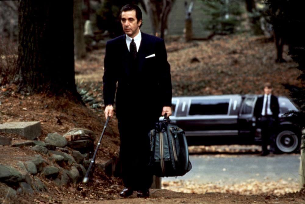 チャーリーと再会を約束し家に帰るフランク