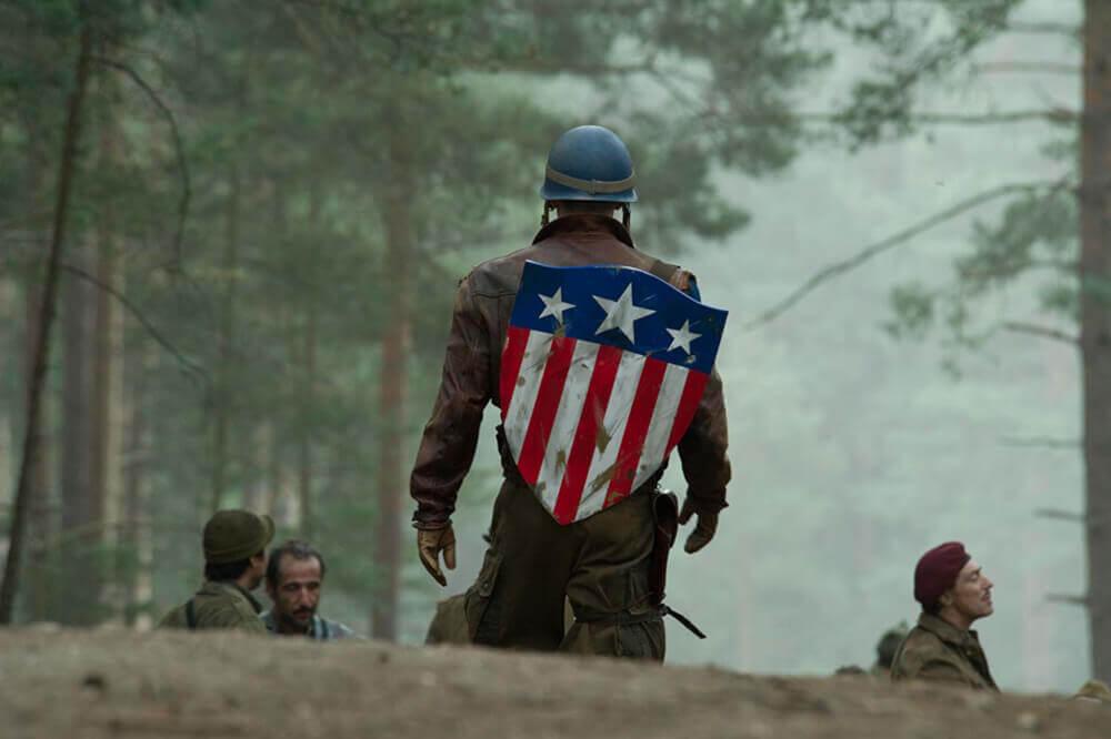 戦場へ向かうキャプテン・アメリカ